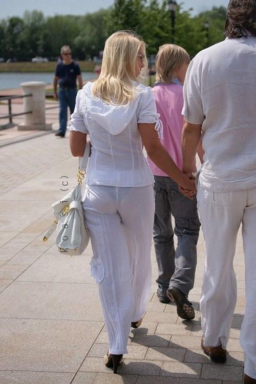 девушки в прозрачных брюках на улице фото русское